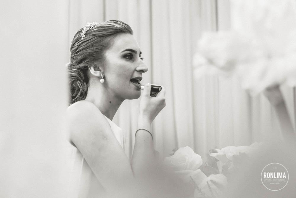foto da noiva se arrumando