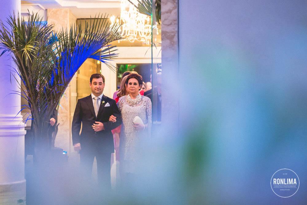 foto noivo entrando para o casamento