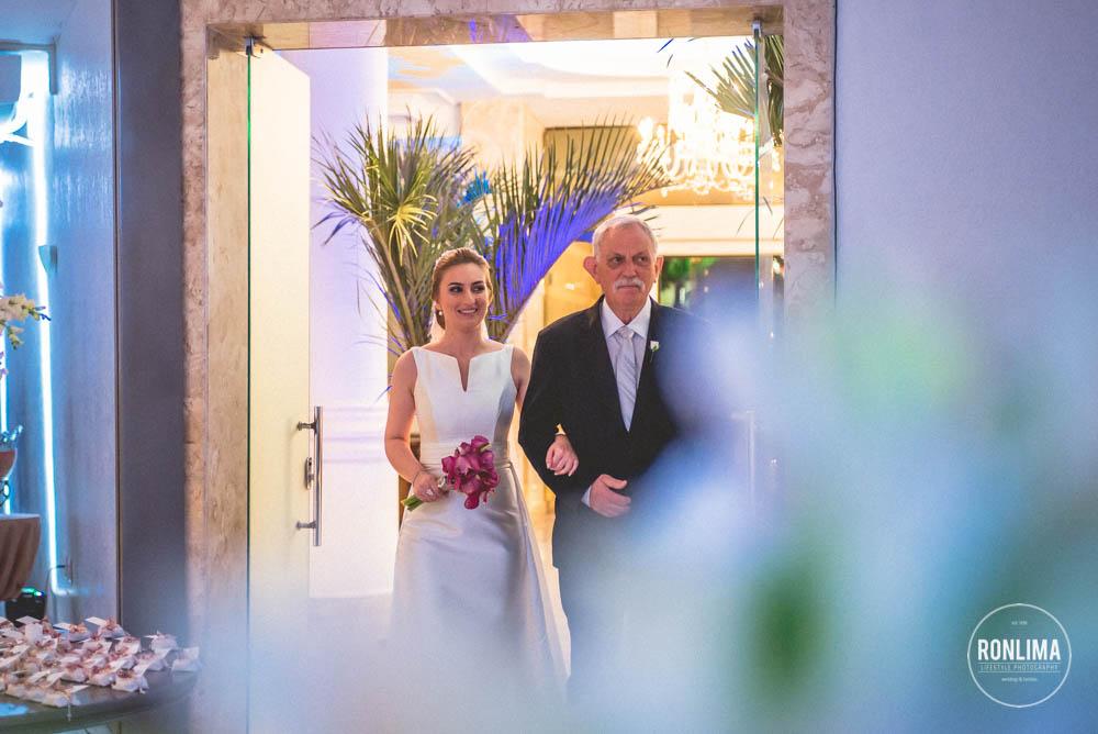 noiva entra para o casamento