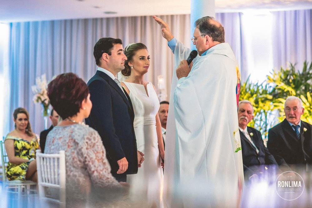 benção do padre no casamento