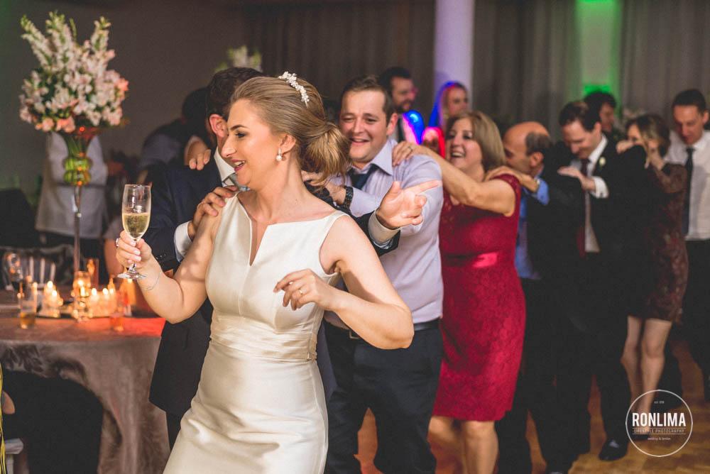 todos dançam no casamento no clube comercial em passo fundo