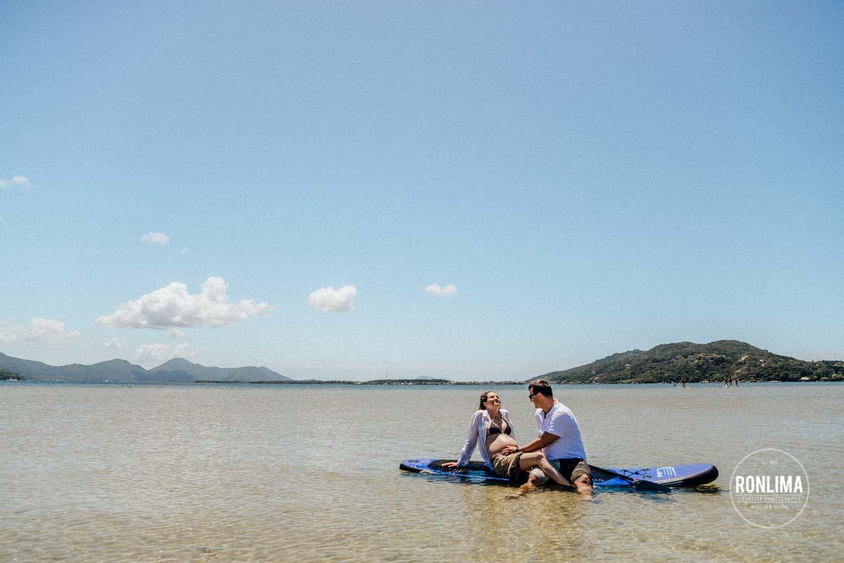 Ensaio Gestante fazendo stand up paddle em Florianópolis