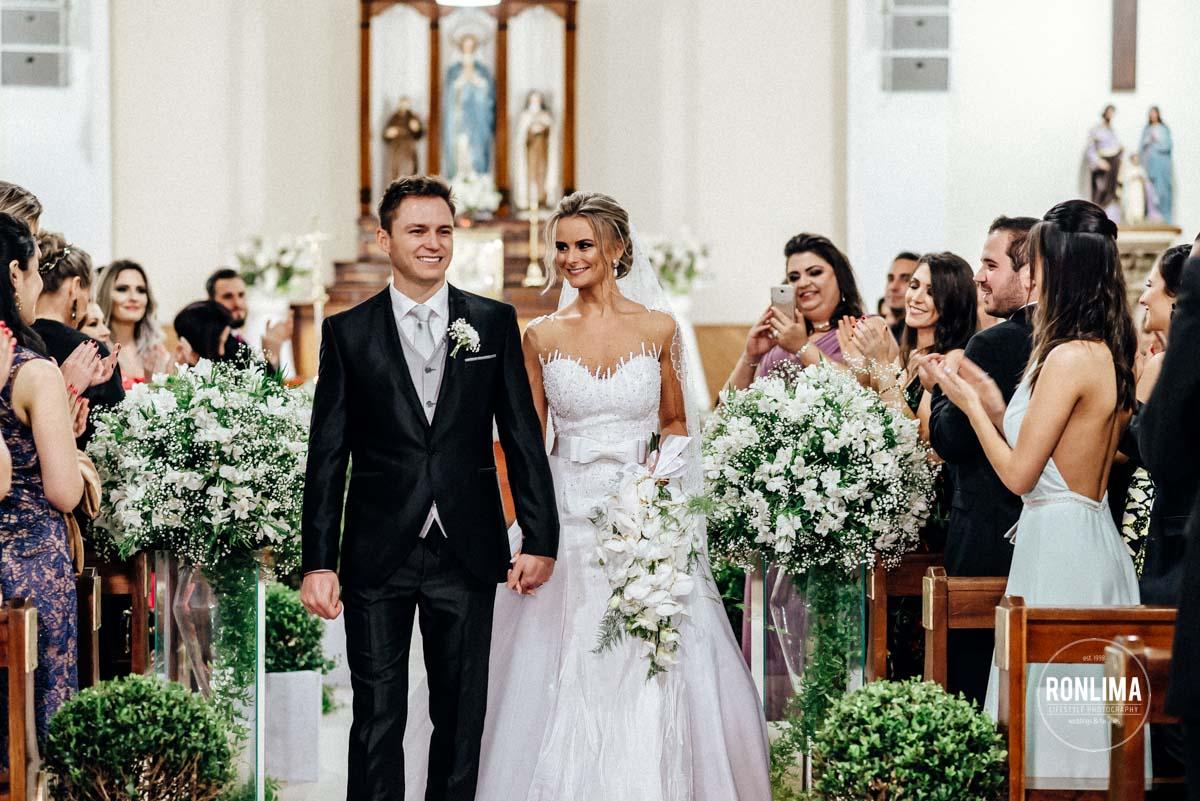 Saída dos noivos da igreja