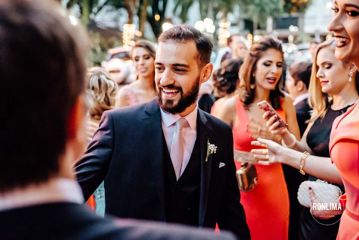 Noivo se prepara para o casamento