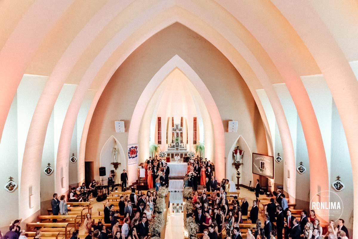 Igreja cheia para o casamento