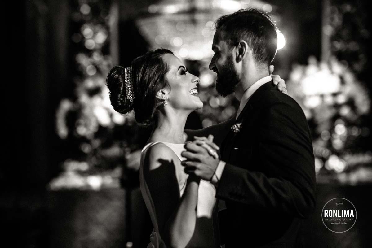 Primeira dança dos noivos no casamento