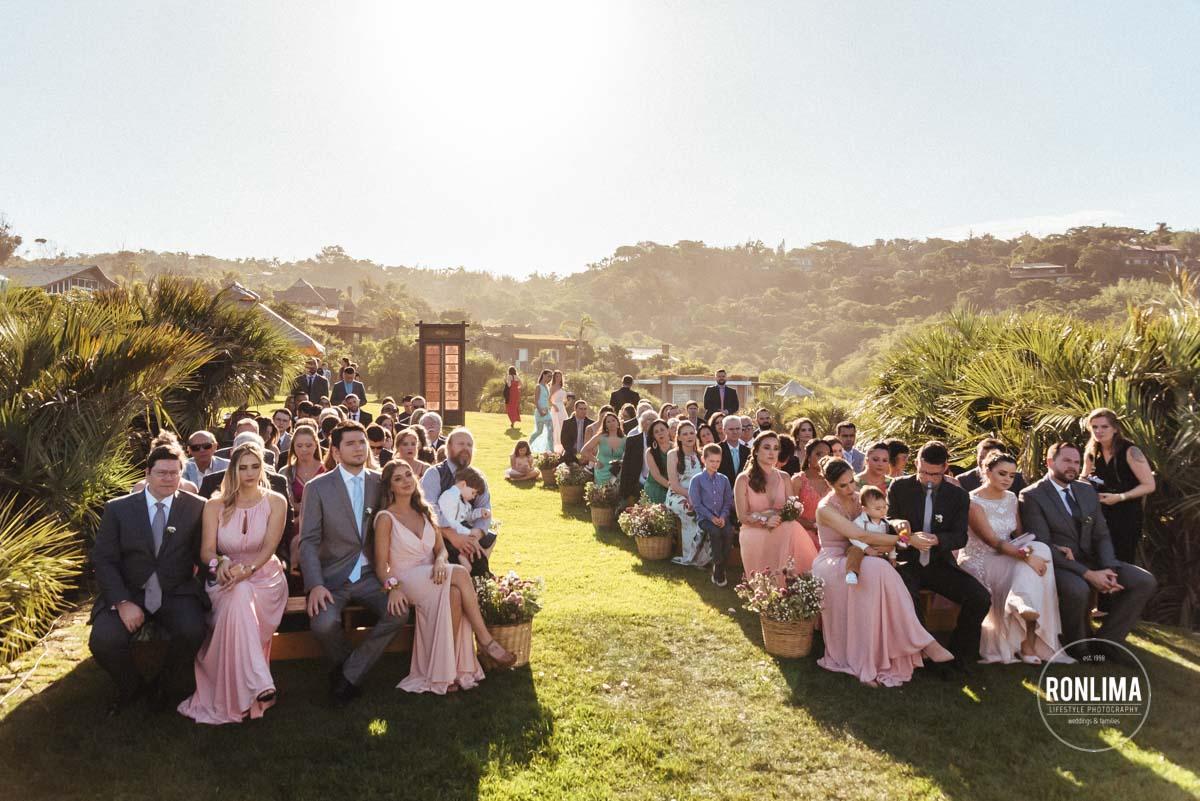 Casamento ao ar livre na Praia do Rosa