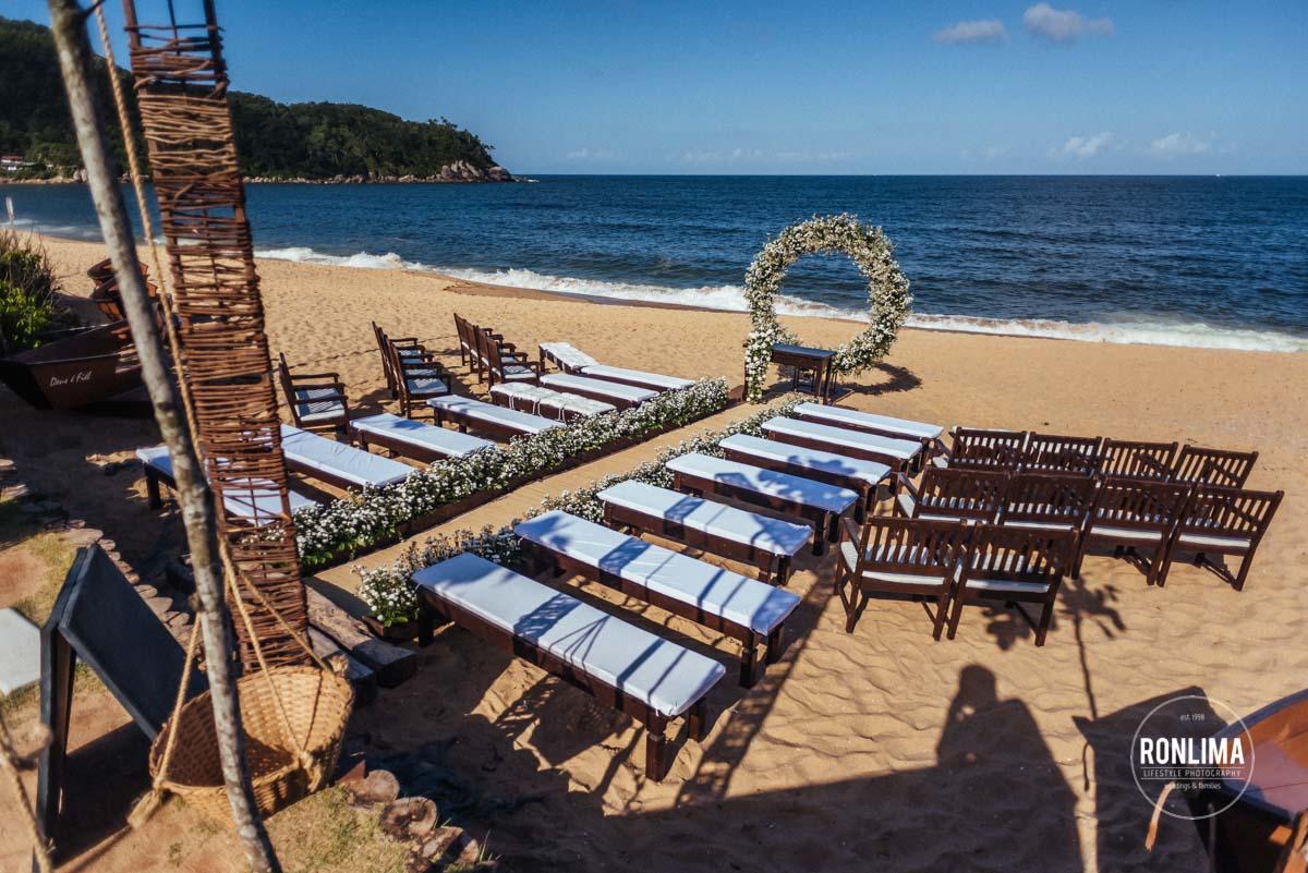 decoração do casamento pé na areia da praia
