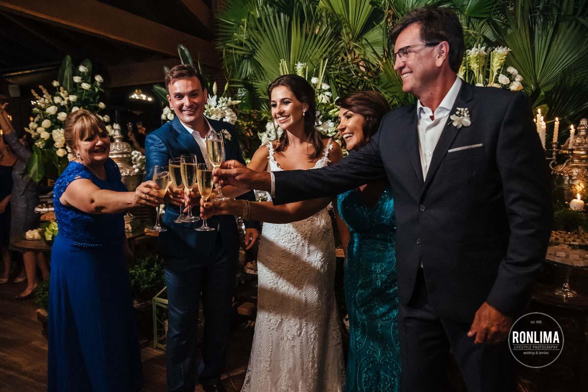 Recepção dos convidados para o casamento pé na areia em Itapema, SC